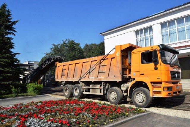 Ремонт асфальтового покрытия пл. Ленина