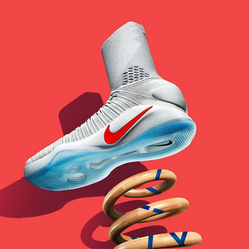 75f30ea5c8d3f Bounce with it. The Nike Hyperdunk 2016 Flyknit. White   http   swoo.sh 2a3biiM Navy  http   swoo.sh 2a3bnTM pic.twitter .com 6tXWo4bjxY