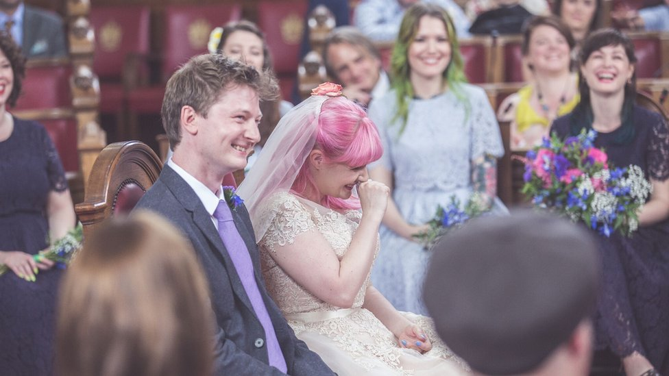 Woman who had a crush on man behind @waterstonestcr Twitter feed marries him https://t.co/VlQrpSdZYR