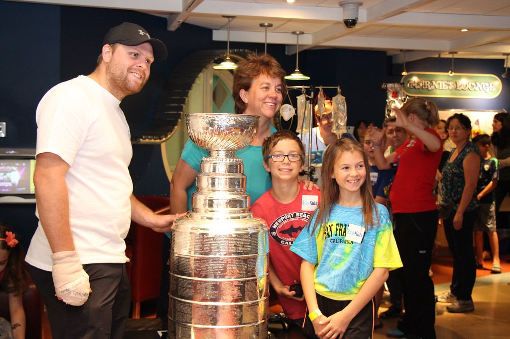 SickKids was buzzing with #StanleyCup fever today! Thx for visiting our patients & families @PKessel81 #NHL https://t.co/OMySknGsW3