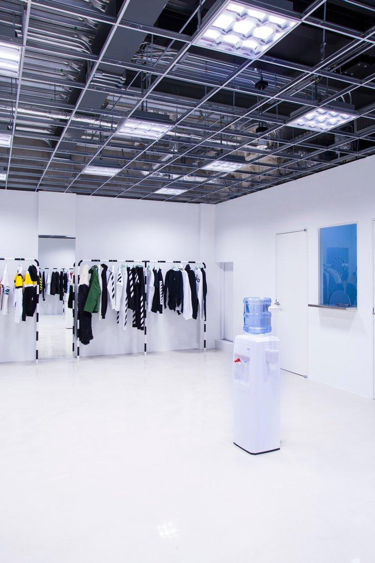 tokyo: off-white store opening   https://t.co/tdNbXtF9gl https://t.co/L4qchQ7XOK