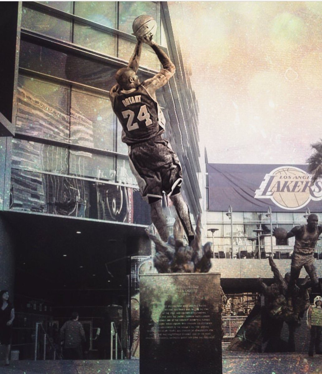 Lakers Statues