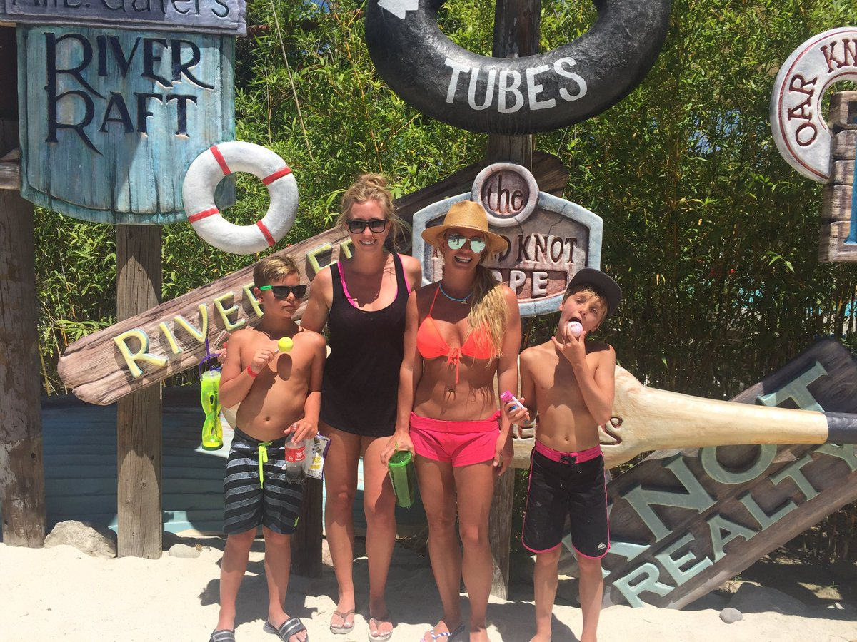 "Britney Spears on Twitter: ""Hurricane Harbor whoop whoop! https ..."