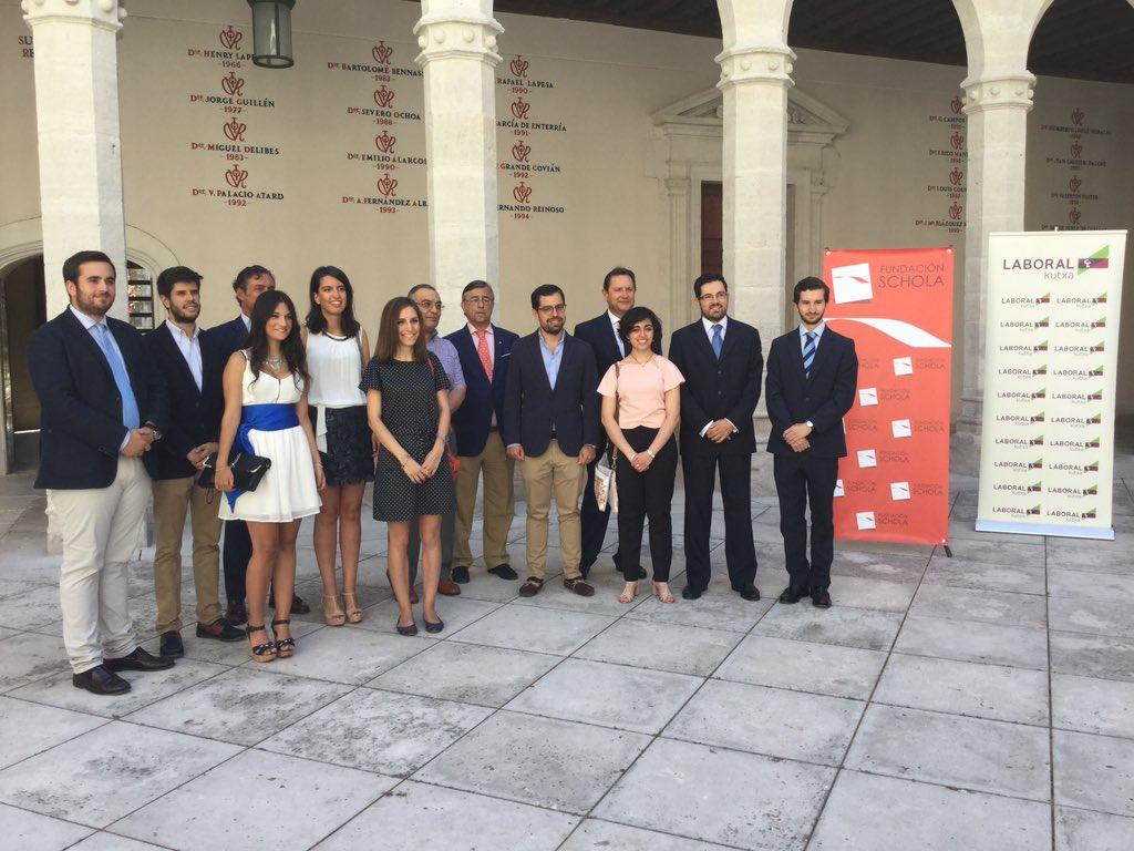 Galardonados con el Premio al Compromiso Universitario 2015/2016 organizados por la Fundación Schola
