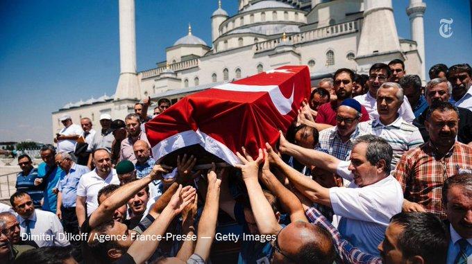 """أوغلو """"نيويورك تايمز"""" وصفها الأتراك CnuYEnGWEAAbz44.jpg:small"""