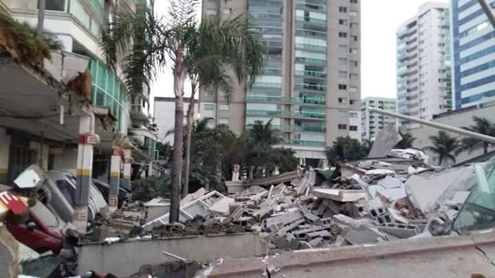 #Desabamento Área de lazer de condomínio de luxo desaba sobre garagem na #EnseadaDoSuá ES @gazetaonlinepic.twitter.com/eimnkQfbFp