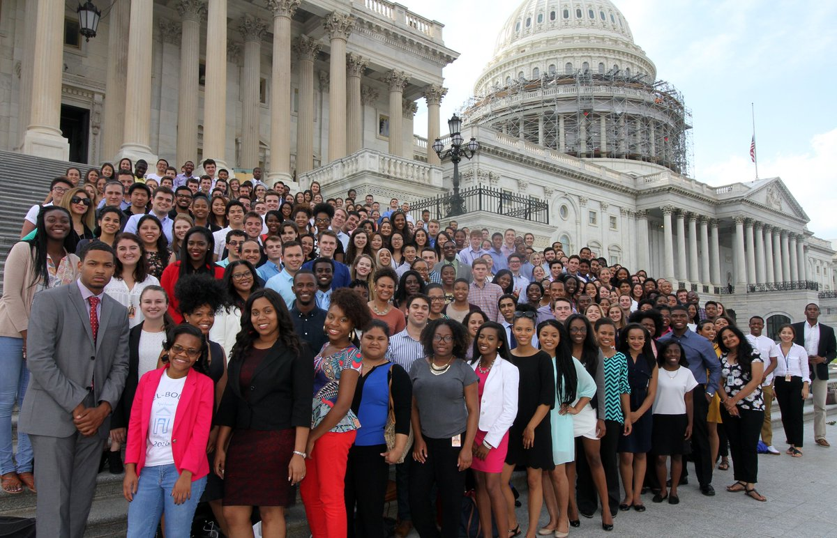 Democratic House Interns organized to show show the diversity of the Democrats #DemInternSelfie #DemDiversity https://t.co/Fg0tbVYQd8