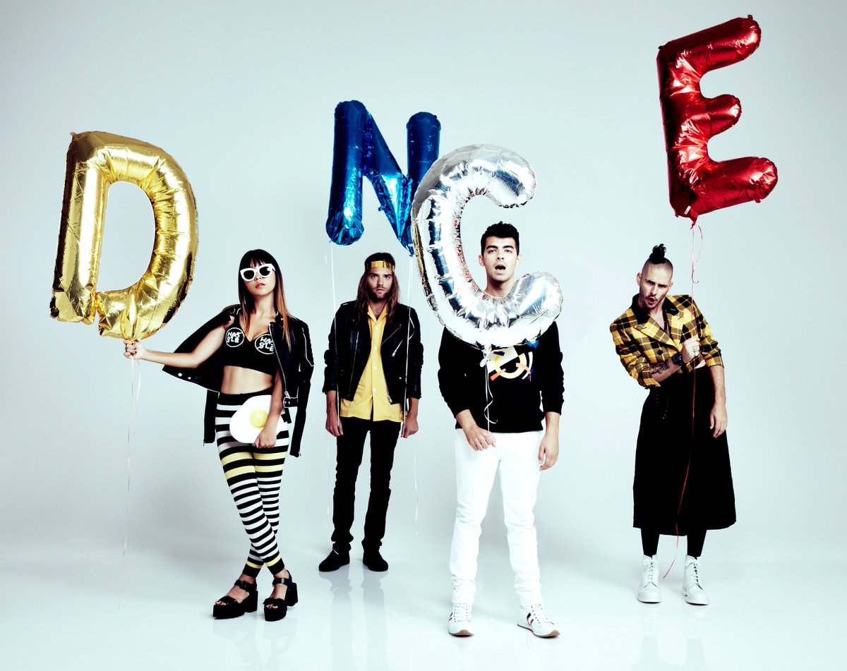 JUST ANNOUNCED: @DNCE are coming to NZ with @selenagomez on her 'Revival World Tour'! https://t.co/FTL1a4ucK9