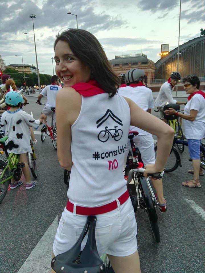 """""""La bici ha de estar integrada en el tráfico"""". No te pierdas esta entrevista a @elencita_ https://t.co/nppARKDRpA https://t.co/kMWOcgHcLR"""