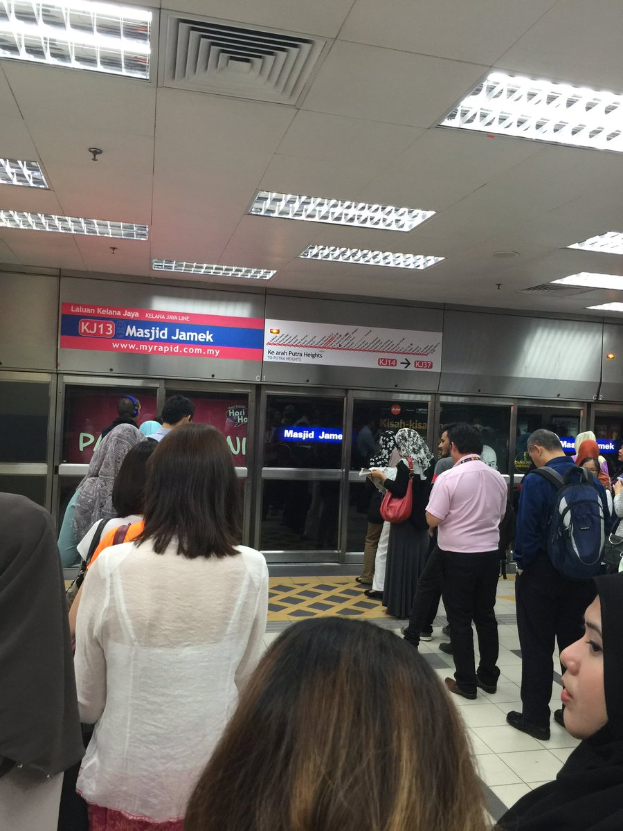 Queuing On a rush hour. #thisistheMalaysiawewant https://t.co/uDwvvzhExt
