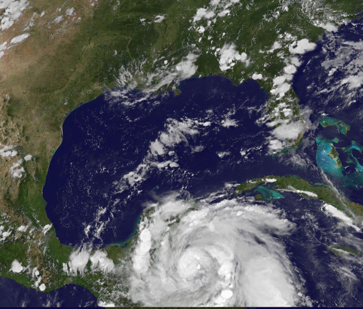 L'Uragano Earl impatta sulle coste caraibiche di Messico e Belize