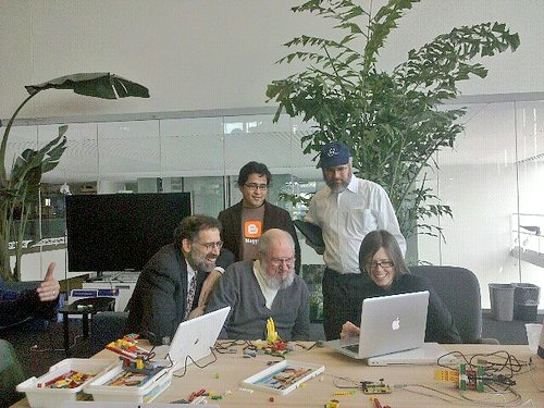 The last time I saw Seymour Papert he was learning Scratch at the @medialab https://t.co/67wvH4hkBb