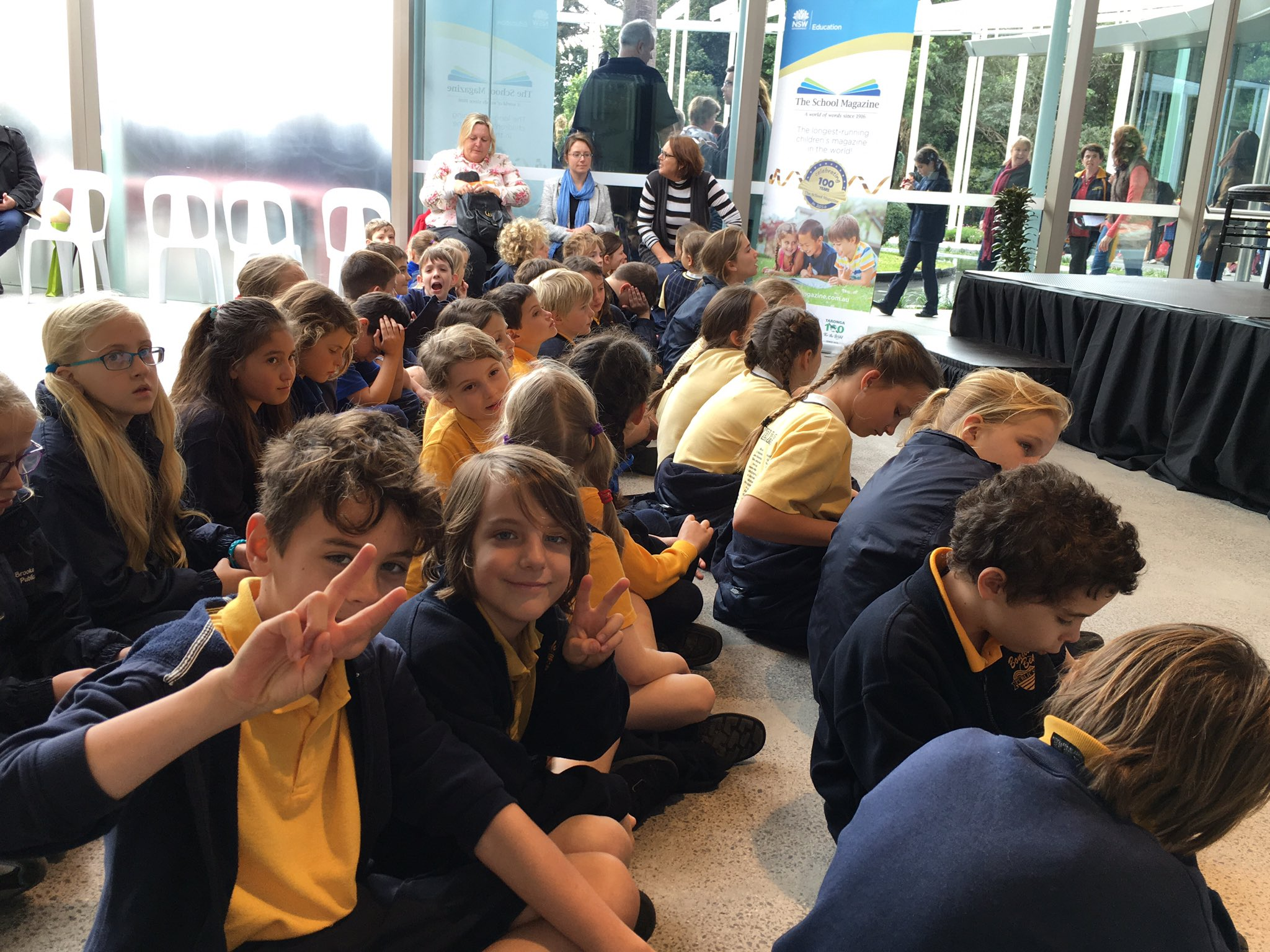 Students from @BondiBeachPS excited to be at the celebration of 100 years of @theschoolmag #EDWEEKNSW #NSWeducation https://t.co/ZCRkSX5osY