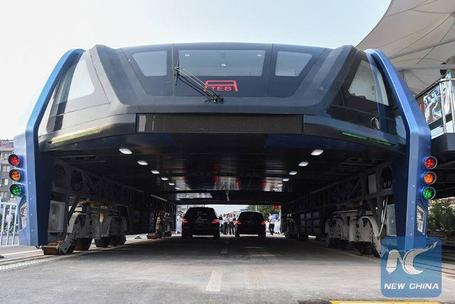 That Chinese bus that lets cars pass underneath it? It's real, and began testing today! https://t.co/pk4j263YPN https://t.co/blL2kUqBJC