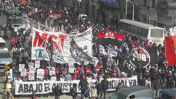 Arjantin: Binlerce Kişi Kemer Sıkma Politikalarına Ve İşsizliğe Karşı Yürüdü