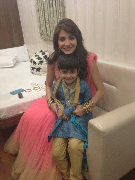 Anushka Sharma News On Twitter With Child Artist Kapish At Filmcity
