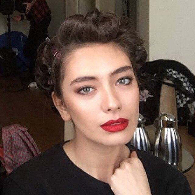 "Neslihan Atagül Fan On Twitter: ""Nobody Wears Red Lipstick"