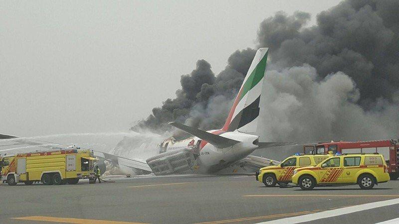 طائرة اماراتية هبطت بشكل اضطراري Co77axUWYAE8Kr6.jpg:large