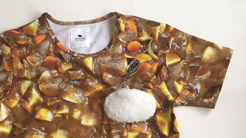 ヌケメさんとのブランドTANUKI新商品発売!その名も「サイキック・カレー(Tシャツ・ピアス・イヤリング)」カレーの海に浮かぶごはん島(ファーポッケ)何かしらの力で曲げられたスプーン付!https://t.co/v9nbTr9UiX https://t.co/g9t8g6ZbJv