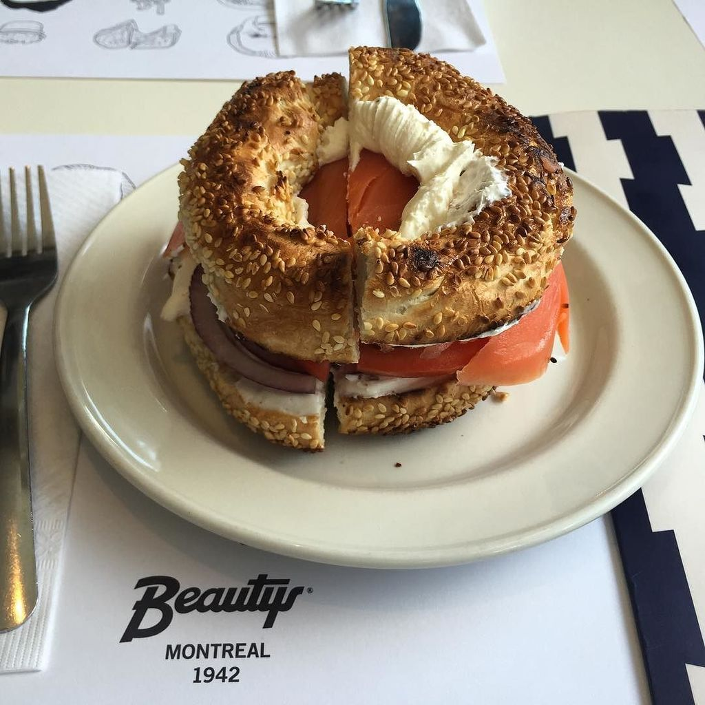 Beauty's bagels are a bit of a culinary institution in #Montreal  #explorecanada - the bag… https://t.co/Kqznmgnzkx https://t.co/V8wVS2sQ61