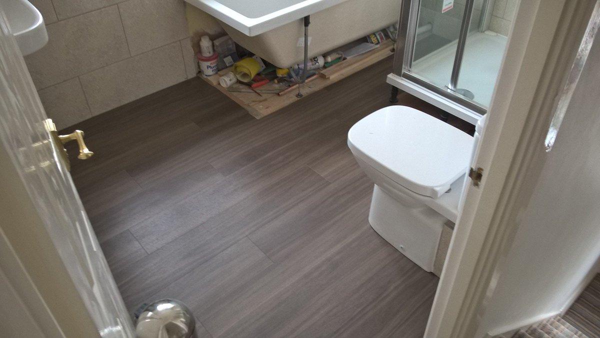 Style Flooring On Twitter Amtico Ia Wide Plank Colour Ss5w2542 Dusky Walnut To A Bathroom Https T Co U4zgwfakfm