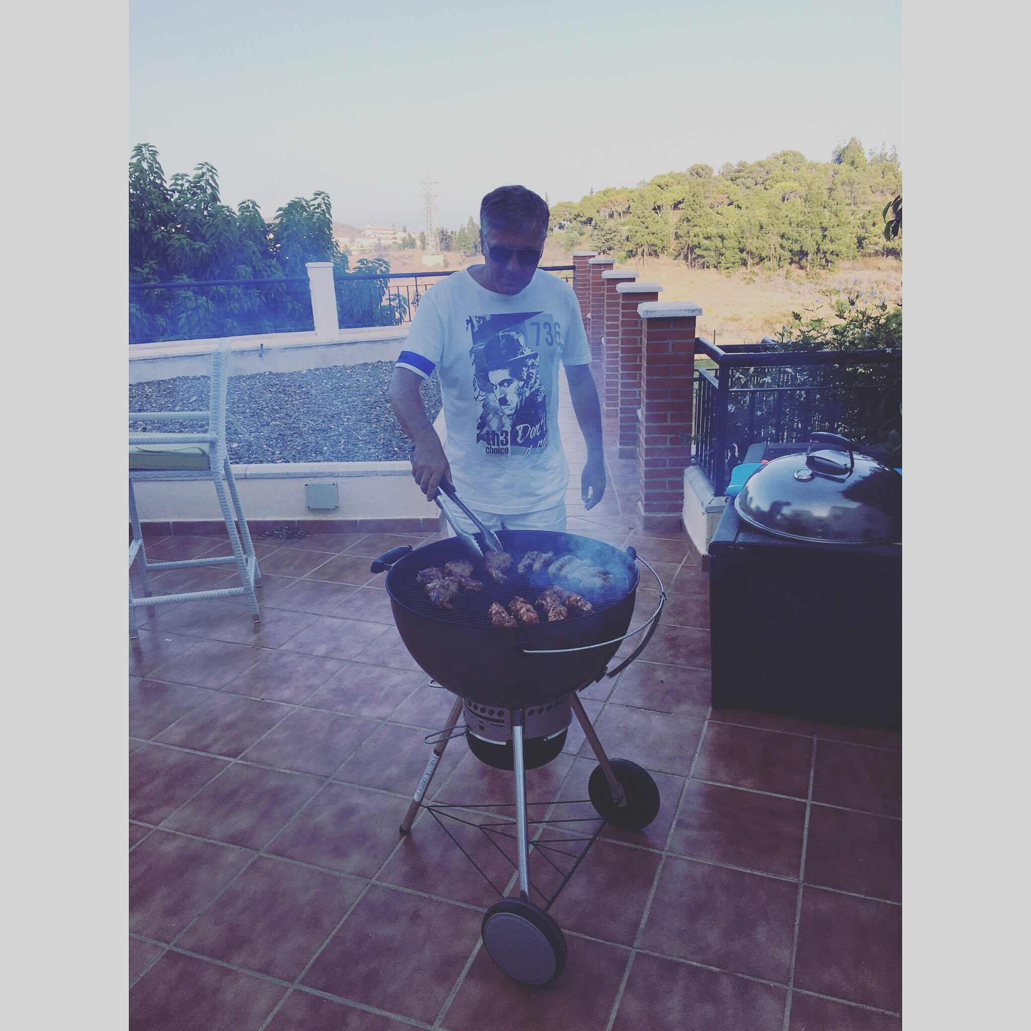 Sometimes you have to let them have it there way!😂 #FatherInLaw  #BBQ @ElliottW_PIM pim #PlayaInMarbella @ITVBe 9pm https://t.co/Ji5LxQz3Ih