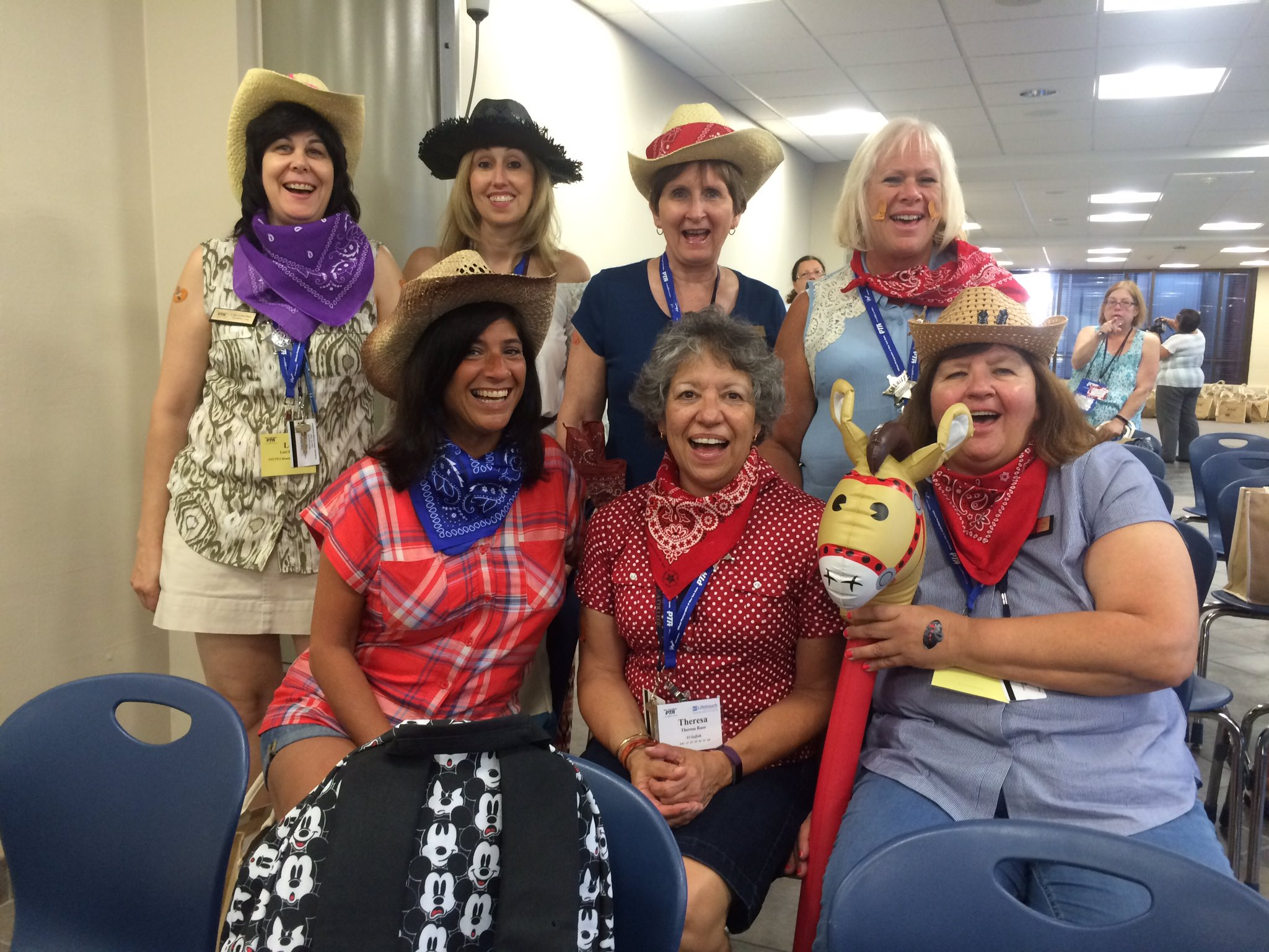 Giddy up with the Suffolk Sidewinders!! Yee haw!!!! @NYSPTA @SuffolkPTA #NYSPTASLC16 #TeamSuffolkCowgirls https://t.co/agNJZ2Hj5M