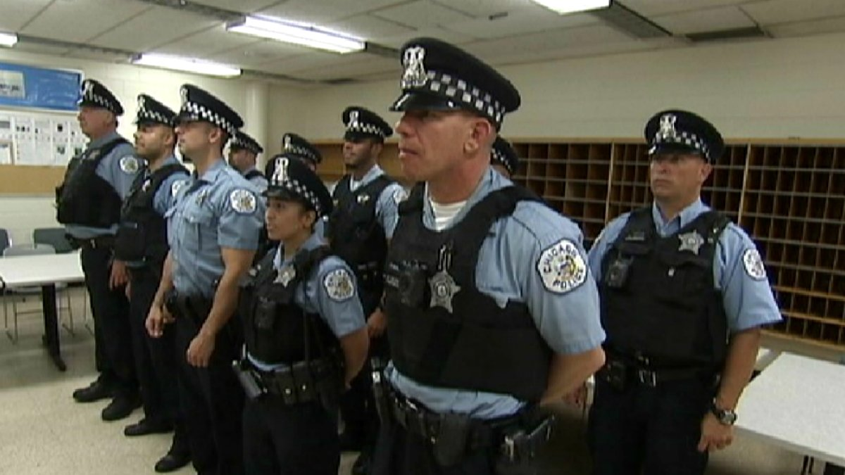 Neighborhood comes together for act of kindness toward Chicago police officers
