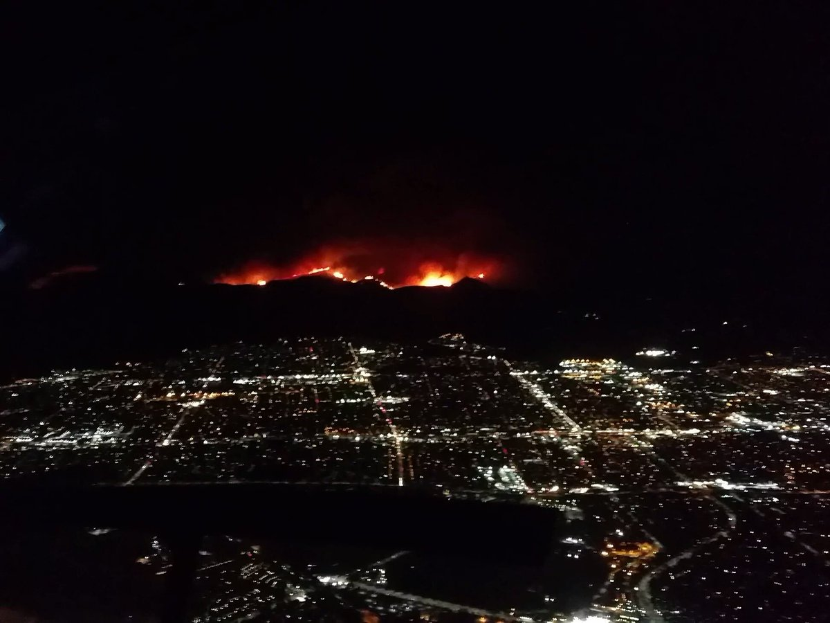 the #SandFire in Southern California looks like Mordor https://t.co/bOiiIzVjZo