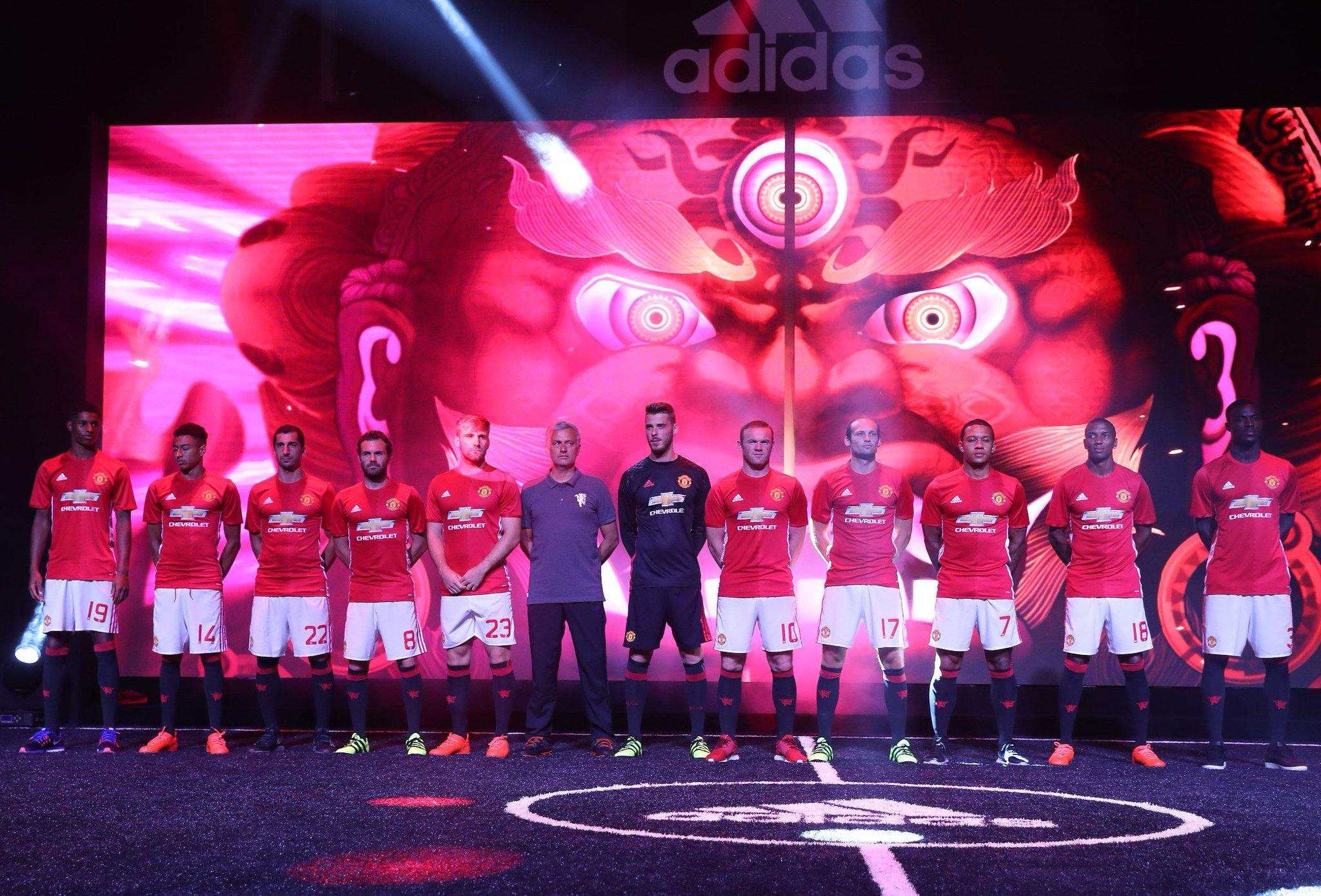 Hilo del Manchester United CoCAHIVXYAAMmTu
