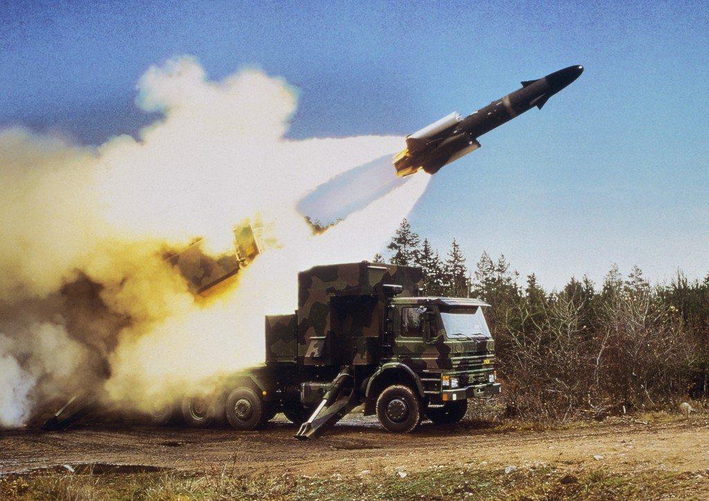 الصاروخ السويدي المضاد للسفن RBS-15 CoCEn9CW8AAmLYF