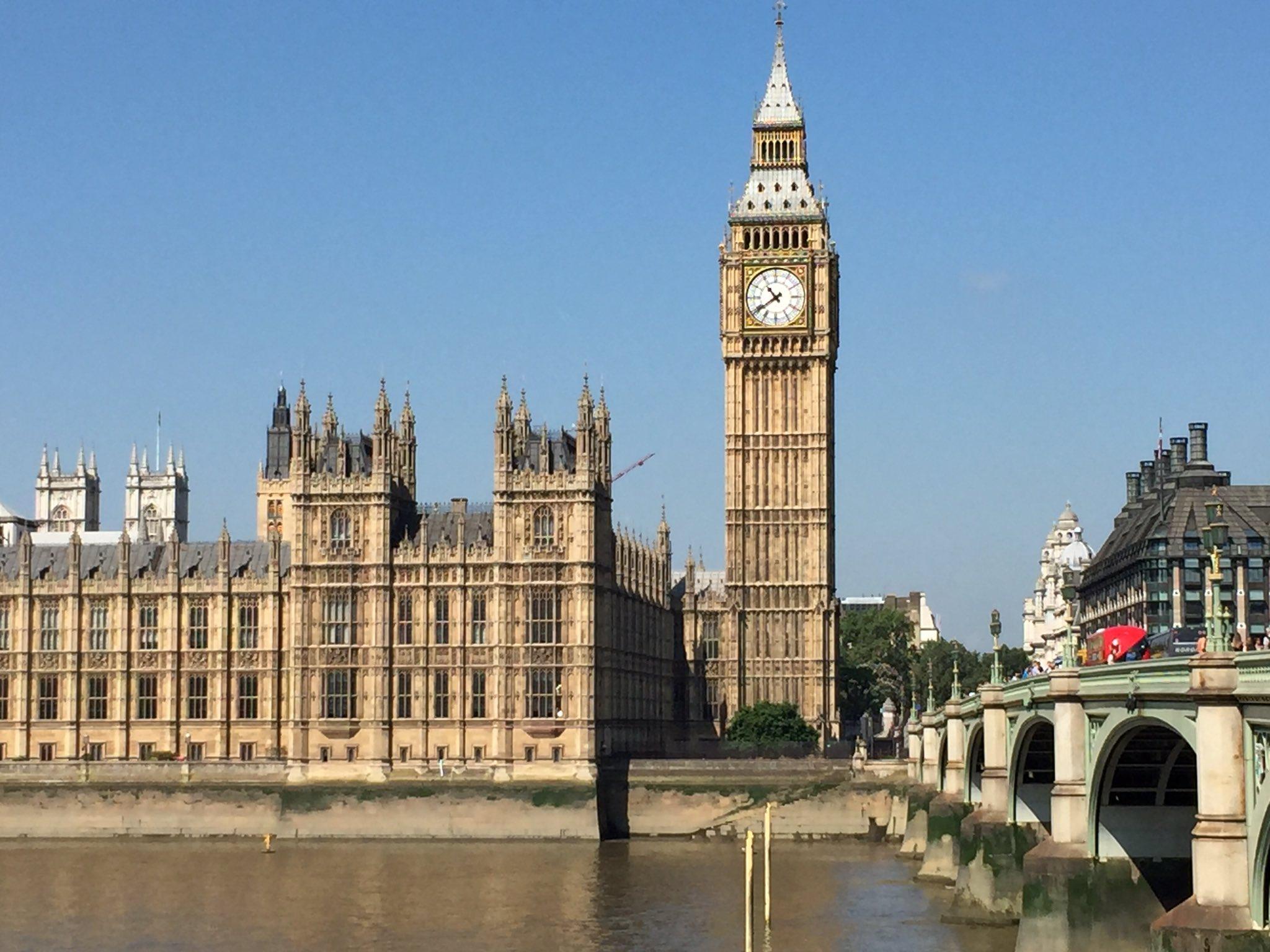 يزيد الفهيد On Twitter ساعة بق بن في لندن ونهر التايمز من أشهر وأهم المعالم في لندن لندن London