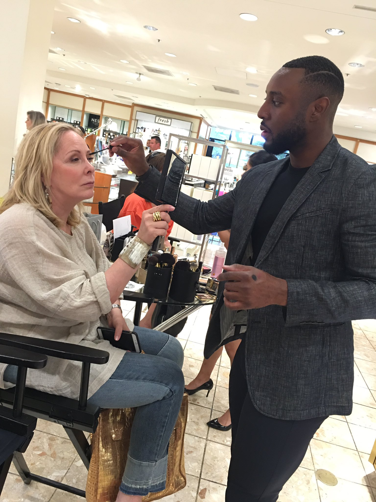 National Makeup Artist Gregory Lawrence of @EsteeLauder will be at NM Northpark until 5pm CT today. Come visit! https://t.co/Tp4rTUWq6z