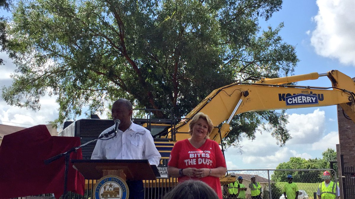 It truly was a great day in District A for Oakbrook Apartments demolition. Glad to take part w/CM @BrendaStardig.