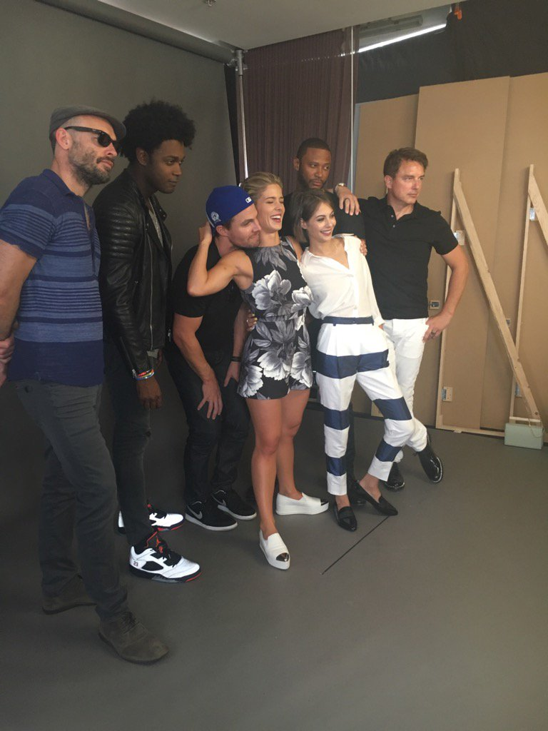 Fun with the #Arrow cast at @EW suite at Comic Con! https://t.co/RfZexGwcKt