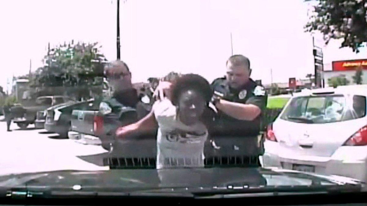 Texas officer under investigation after violent arrest of teacher...
