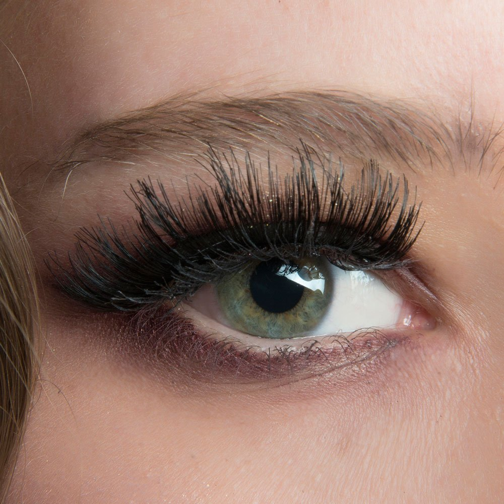 This might actually put you off curling your lashes ever again https://t.co/zPEeTwAh7w https://t.co/VyPsA9MayU