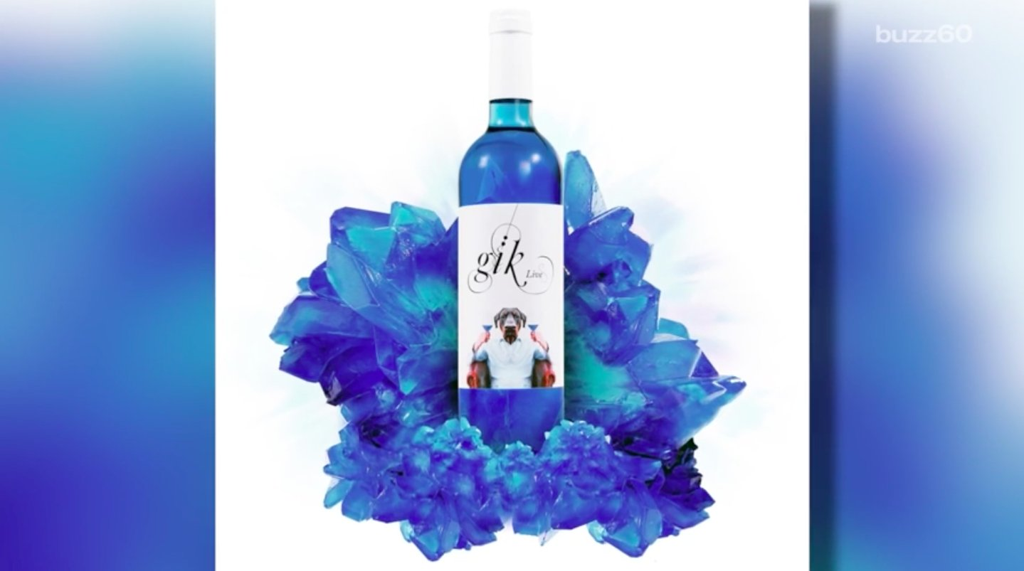 Blue wine has finally arrived to make your summer drinking dreams come true: https://t.co/9rzwmgIfY5 https://t.co/JGO9VBzpzh
