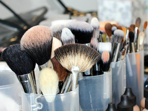 Never be confused about which makeup brush to use again: https://t.co/IPyFzQtbHS https://t.co/GJbMkw5Lyh