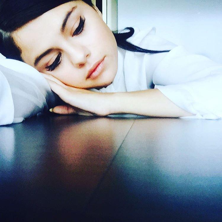 "Selena Gomez Feels ""Unauthentic"" and ""Stagnant"" https://t.co/oz79Enr0z7 https://t.co/UizkhWXNJG"