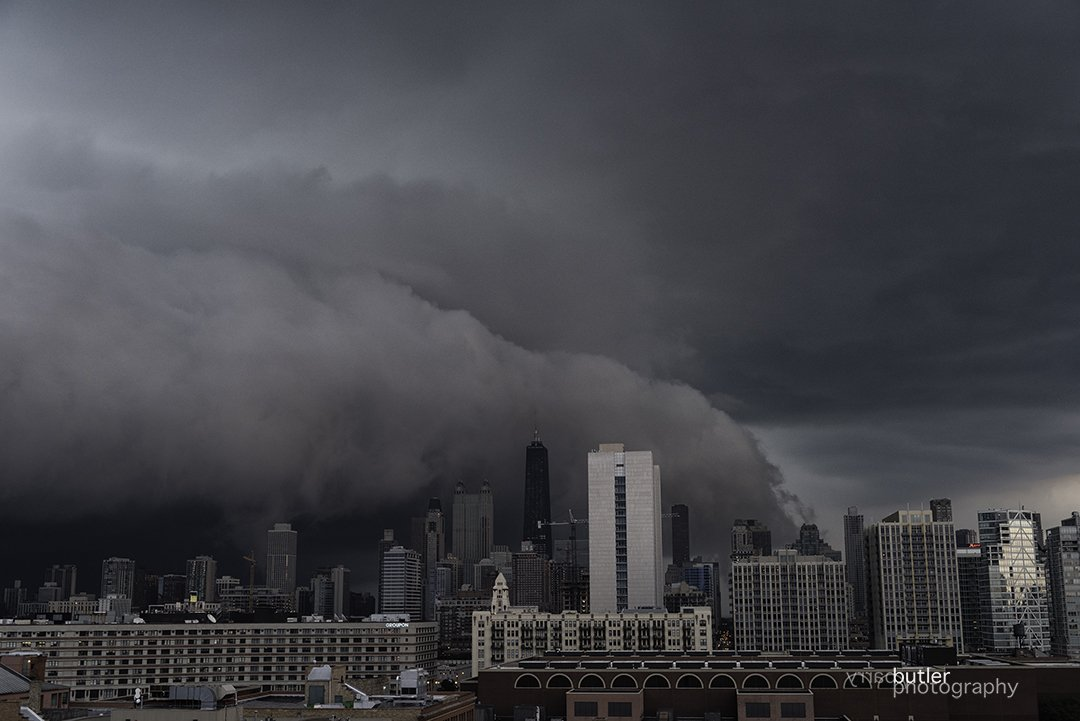 Shelf Cloud Covering Downtown Chicago storm shelfcloud weather