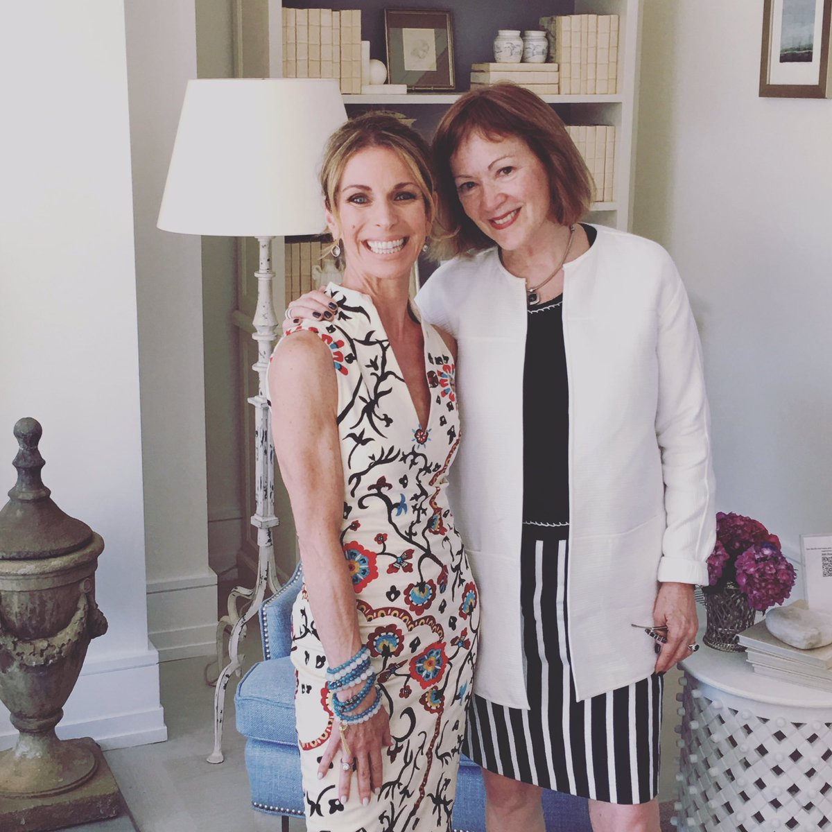 The opening gala for the @traditionalhome Hamptons Show Hse was fabulous. Here w/ @KateSinger https://t.co/dtOEwXk3Kr