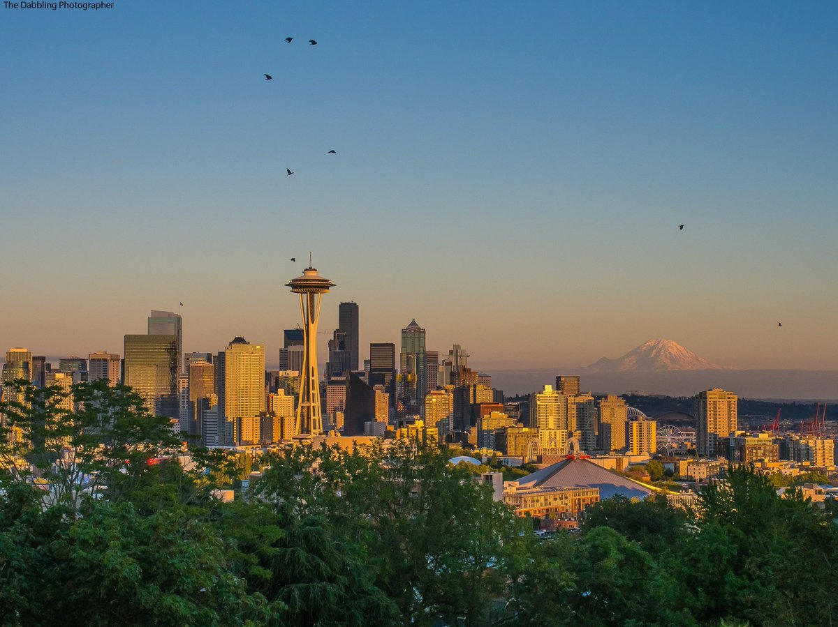 Lovely Seattle sunset tonight! Thanks, Dabbling Photographer. Share your pics with us >>