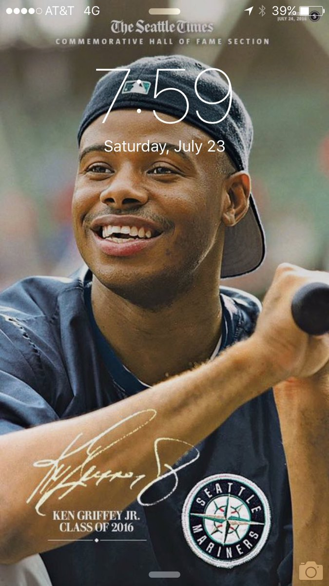 Need a new phone background? Try this one on for size. Full JrHOF coverage