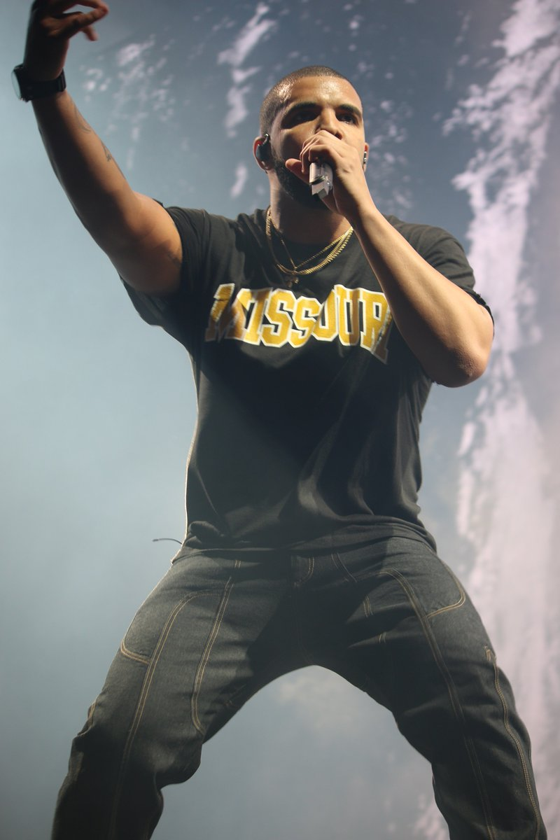 .@Drake representing Missouri tonight @SprintCenter. https://t.co/wxoOGDQN8Y