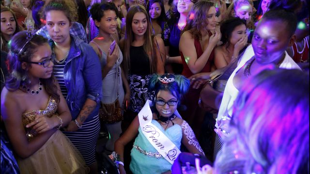 More than 1,000 at prom for Wisconsin teen choosing to die