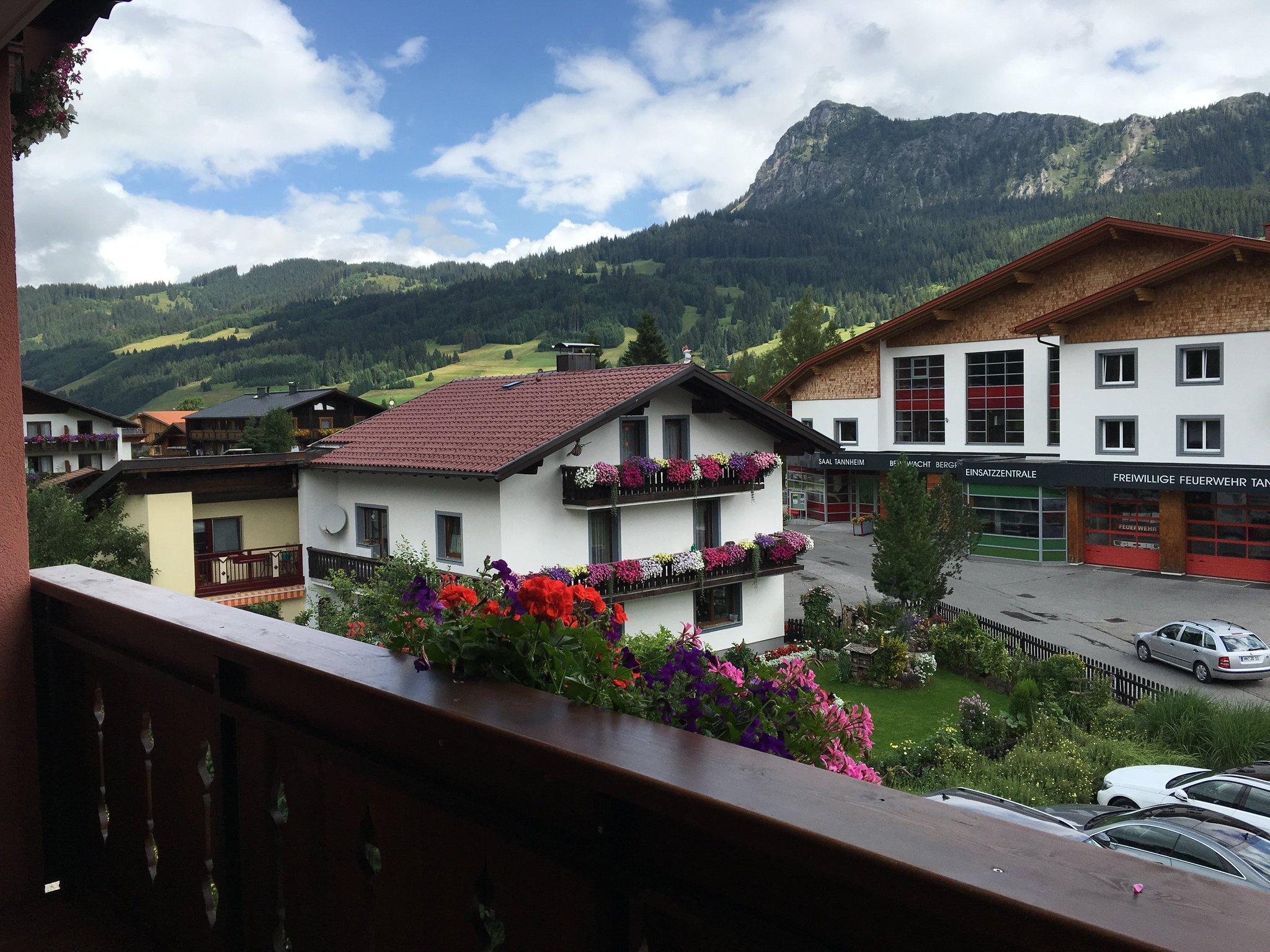 Mit Balkon und Aussicht #meurers #TannheimerTal #balkontweet https://t.co/E136Tzf16H