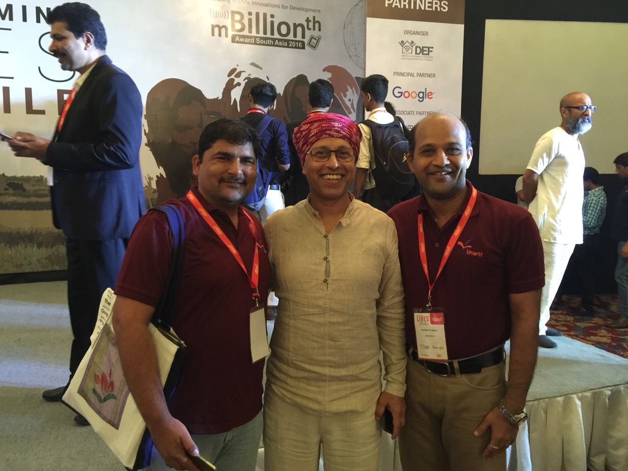 @matrubharti team with @OsamaManzar , the brain behind #mBillionth2016 @mBillionth @DEFindia https://t.co/0yLBrJ52zQ