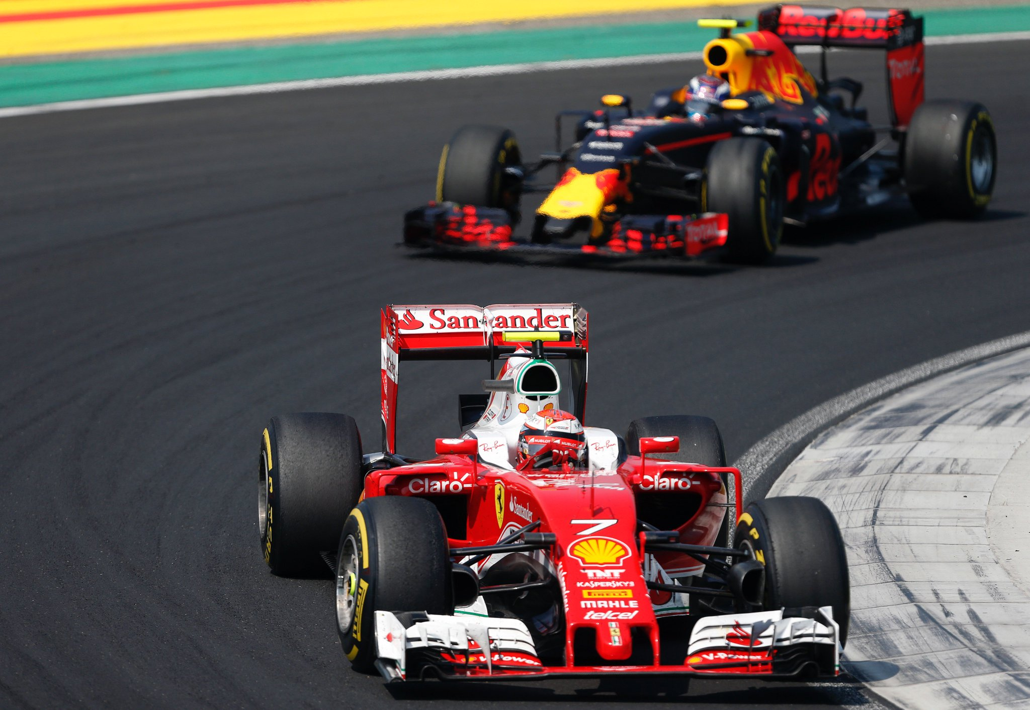 """Räikkönen dühösen: """"És még a francos első szárnyamat is elvitte."""""""