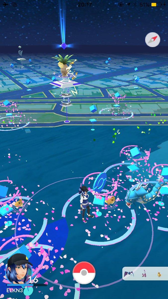 鶴舞公園。ギャラドスの出現により大パニック。#ポケモンGO pic.twitter.com/bYNYK2DiBr